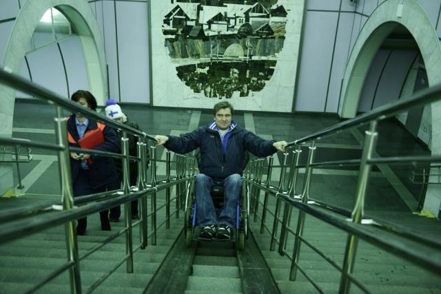 инвалид в метро: Фото