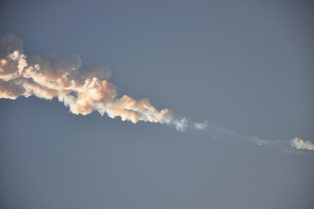 Клубы дыма в небе после взрыва (26.03.2013)