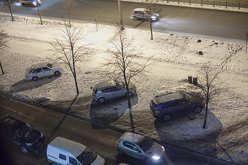 Парковки на газонах зимой 2012-2013: Фото