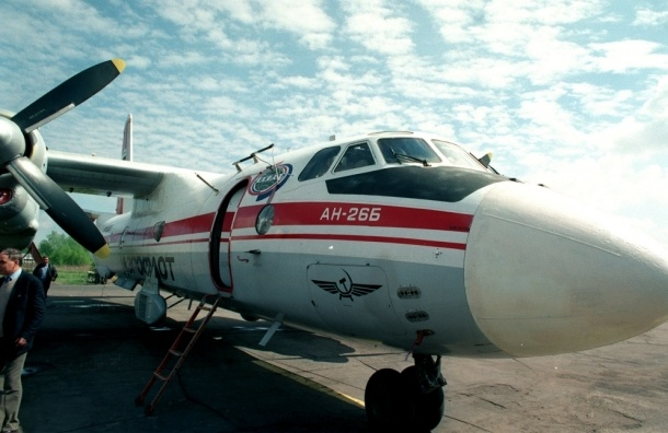 Пассажиры Ан-24 считают, что спаслись благодаря трещине в самолете