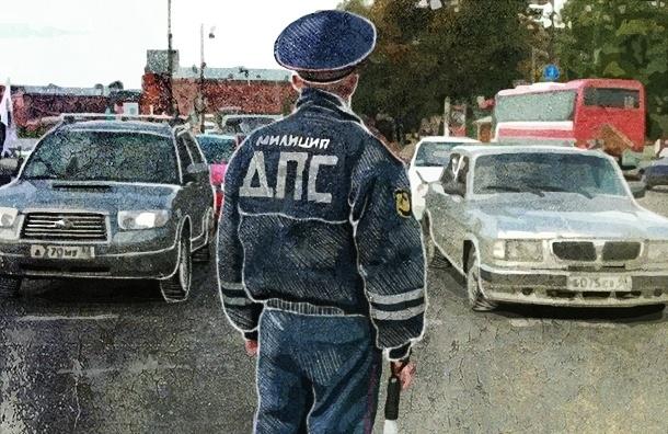 Парковка перед «зеброй», разговор по мобильному и другие нарушения ПДД, за которые петербуржцев не наказывают