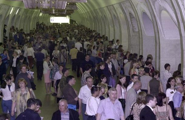 Указатели места входа в вагоны стали появляться на станциях столичного метро