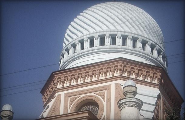 С крыши петербургской синагоги сорвался гастарбайтер-уборщик снега