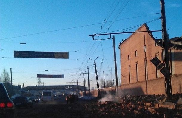 Репортаж с места падения метеорита. Обломки цинкового завода.