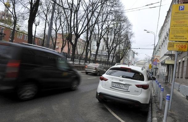 В Москве нетрезвый омоновец на машине врезался в иномарку