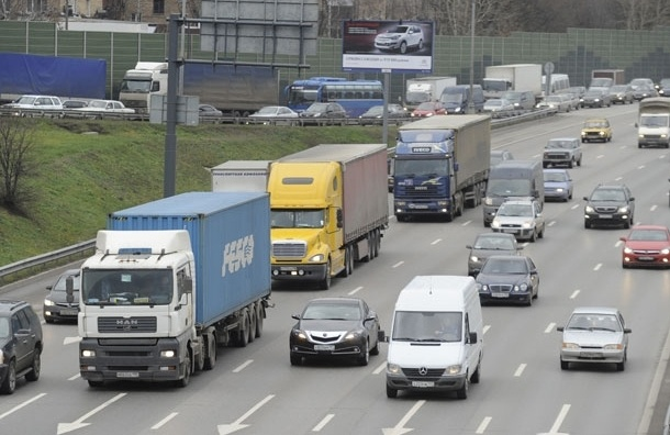 Для въезда на МКАД водителям грузовиков выдано 800 пропусков