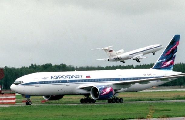 У нового Боинга-777 отказал двигатель на подлете к Москве