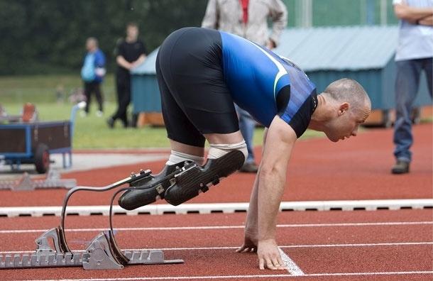 Бегун-паралимпиец Оскар Писториус застрелил свою подругу, приняв ее за грабителя