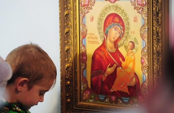 В храме Благовещения Пресвятой Богородицы молдавский хулиган разбил три иконы