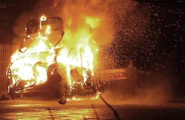 В Купчино за одну ночь сожгли две машины