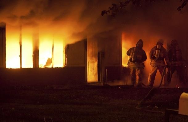 На Васильевском острове загорелась школа