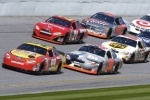 В аварии на гонках NASCAR автомобиль врезался в трибуны, ранены 28 человек