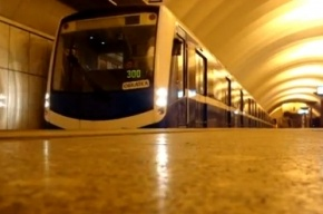 Пустой поезд «НеВа» начал ездить в метро Петербурга