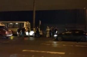 В Петербурге «Фольксваген» сбил женщину, бежавшую за автобусом