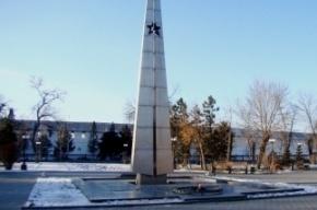 В Астрахани группа школьников потушила вечный огонь