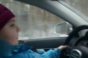 Родители усадили восьмилетнюю дочь за руль Audi и выложили видео, снятое на скорости 100 км/ч