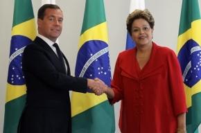 Президент Бразилии встретила Медведева в туфле и шлепанце