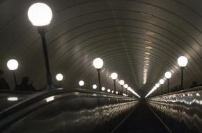 На трех станциях петербургского метро модернизируют эскалаторы