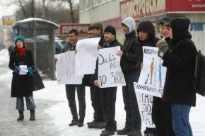 Дворники-мигранты вышли на митинг в Калининском районе
