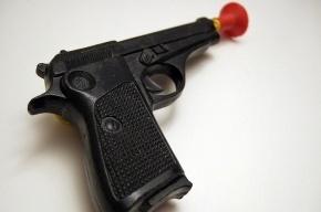Из офиса петербургской компании в Колпино похитили детский пистолет и машинку