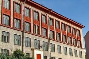 В школе №287 ученица выпрыгнула с третьего этажа
