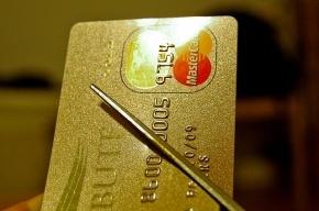 Менеджер «Райффайзенбанка», снявший с карт клиентов 3 млн, получил условный срок
