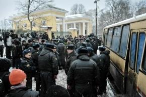 Митингующим в Петербурге разрешат подходить к Смольному на расстояние 50 метров