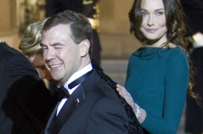 Медведев посоветовал студентам, как закадрить девушку