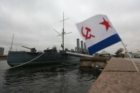 Крейсер «Аврора» отбуксируют с вечной стоянки на ремонт