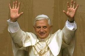 Отрекающийся Папа Бенедикт XVI пообещал полное подчинение преемнику