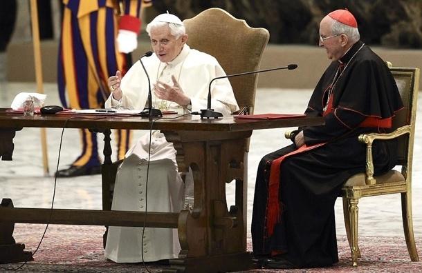 Папа Римский покинул пост из-за секс-скандала - итальянские СМИ