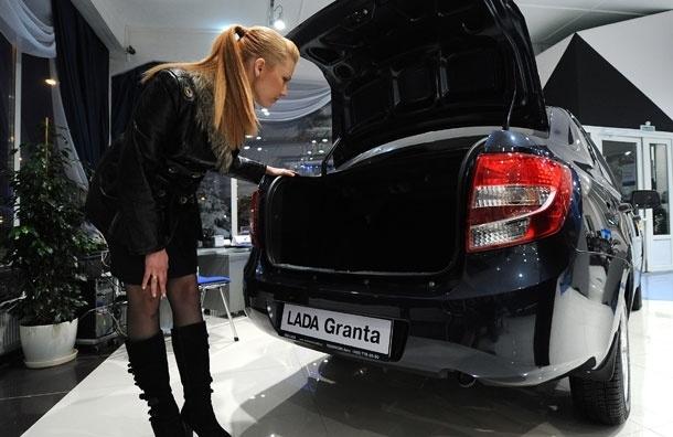 Как в автосервисах и автосалонах наживаются на девушках, ничего не понимающих в машинах
