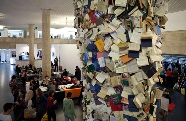 Пункт обмена книгами появится в Театре русской драмы