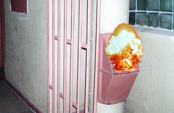 В Петербурге в жилом доме взорвался мусоропровод