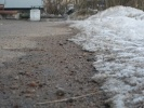 Гранитная крошка в перемешку с солью и песком: Фоторепортаж