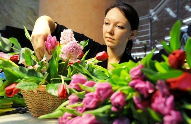 На сорок процентов. В Москве перед 8 марта ожидаемо подорожали цветы
