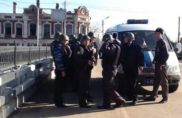 БТР к порогу. Полиция подводит тяжелую технику к колледжу в Астрахани