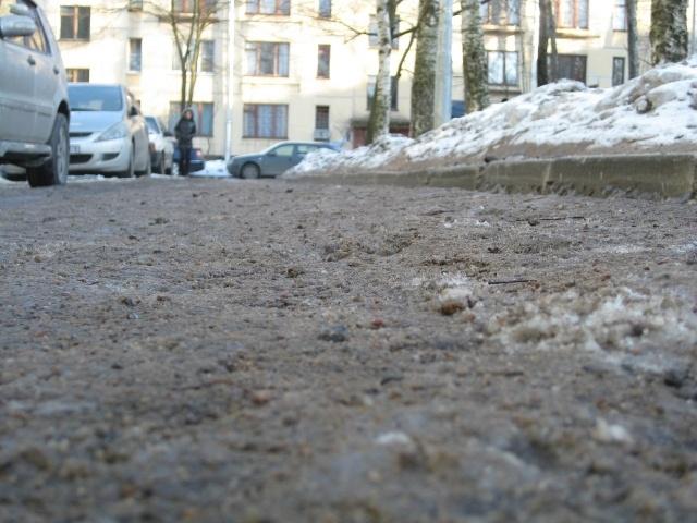 Гранитная крошка в перемешку с солью и песком: Фото