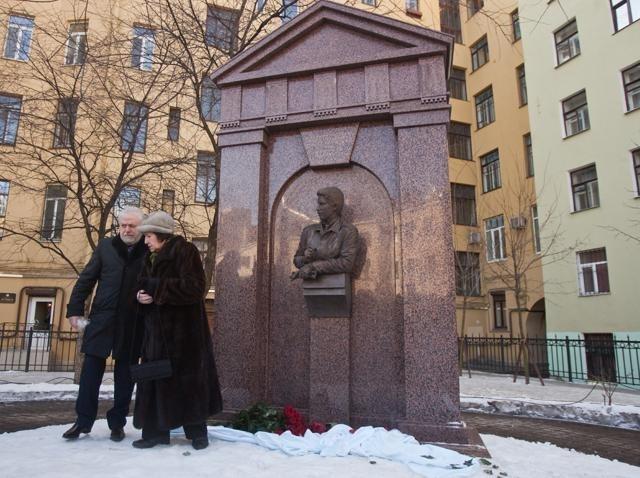 Памятник Михаилу Маневичу: Фото