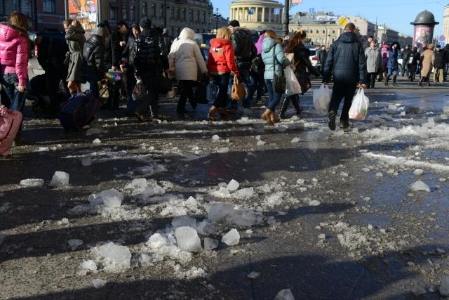 Упал лед, падение льда на Лиговском, Московский вокзал: Фото