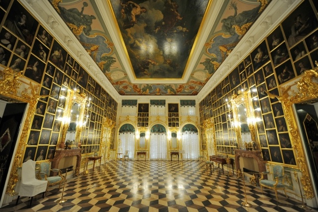 Большой Петергофский дворец: Фото