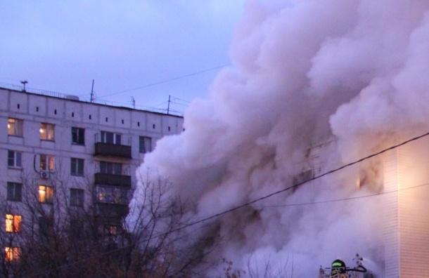 Жизни выпрыгнувших из горящей квартиры детей ничто не угрожает