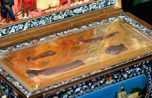 Ничего святого. В Петербурге азербайджанец похитил портфель у священника