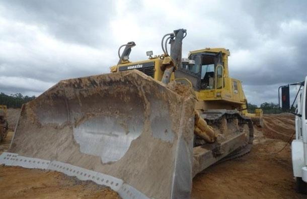 Crane vs bulldozer. Машины стоимостью 3 млн рублей утонули за 3 секунды (видео)