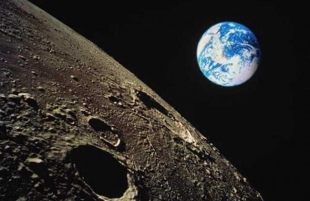 Российские космонавты готовятся к полету вокруг Луны