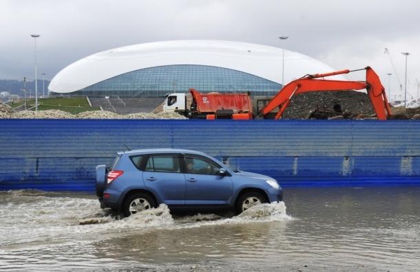 Защита олимпийских объектов в Сочи разрушилась из-за шторма