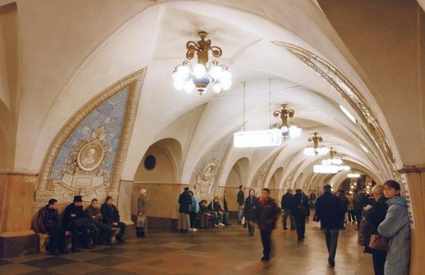 В московском метро нетрезвые полицейские стали участниками драки со стрельбой