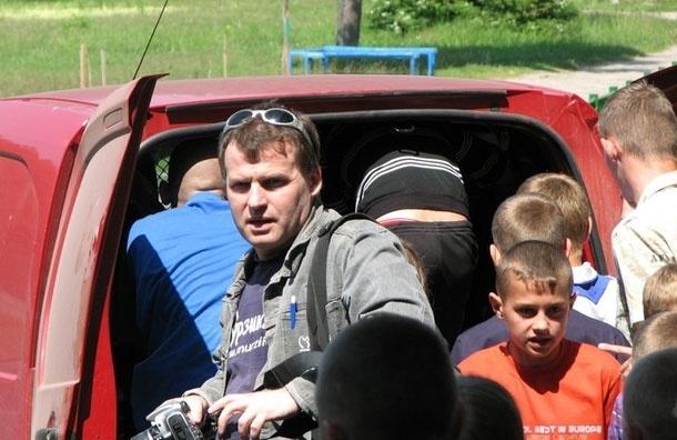 Новая детская одежда – бесплатно. Герман Пятов и команда Murzik.Ru помогают многодетным семьям