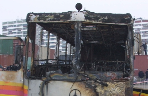 Возгорание двух автобусов на севере Москвы ликвидировано