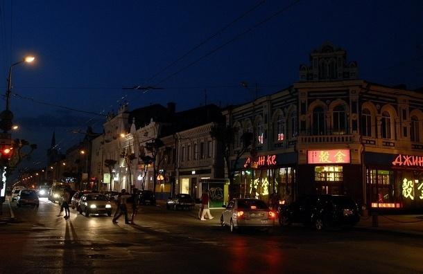 Несколько десятков человек в масках разгромили кафе в Самаре